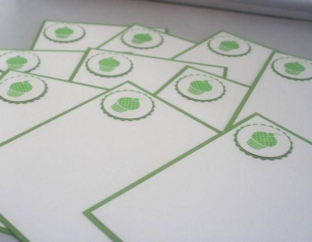 Note card cupcake green set close