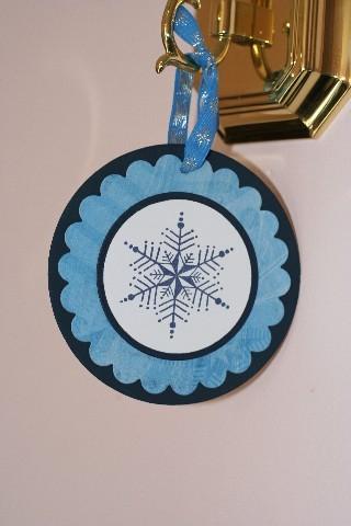 Ornie_snowflake_blue